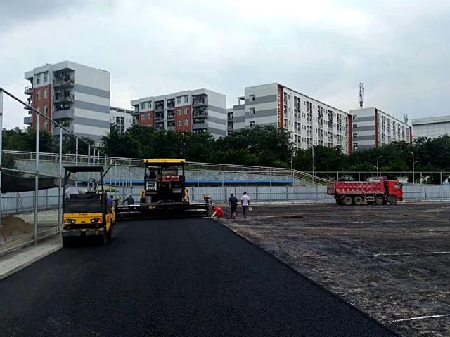 西南医科大学城北校区体育场地面沥青混凝土项目(图4)